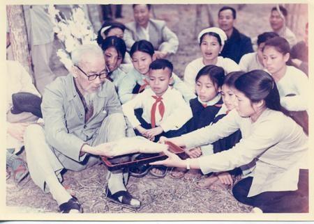 Suy nghĩ về lời dạy của Bác Hồ: Khiêm tốn thật thà dũng cảm